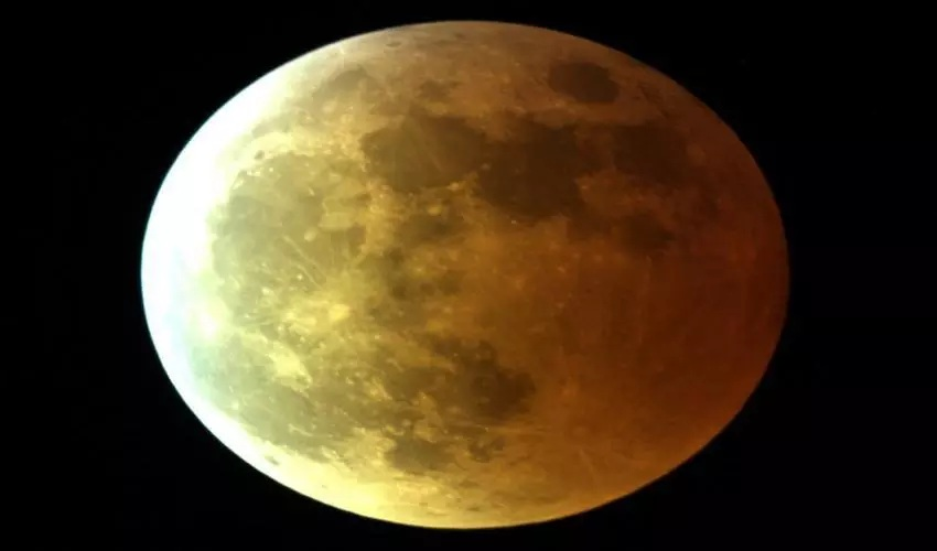 Eclipsa de luna faza finala